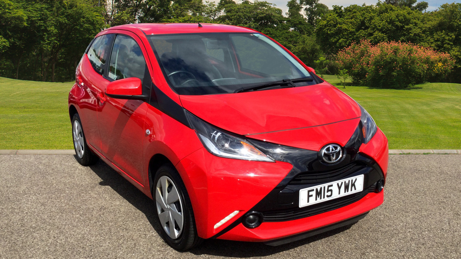 used toyota aygo 1 0 vvt i x play 5dr petrol hatchback for sale vertu toyota. Black Bedroom Furniture Sets. Home Design Ideas
