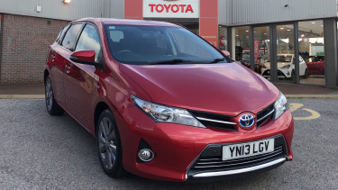 new and used toyota auris in vertu toyota. Black Bedroom Furniture Sets. Home Design Ideas